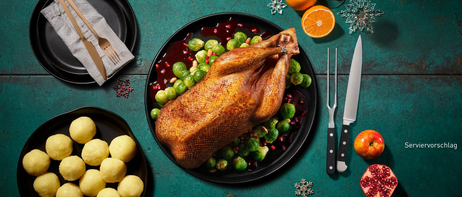 Aldi Weihnachtsessen.Gefüllte Gans Mit Granatapfelsoße Und Mandelrosenkohl