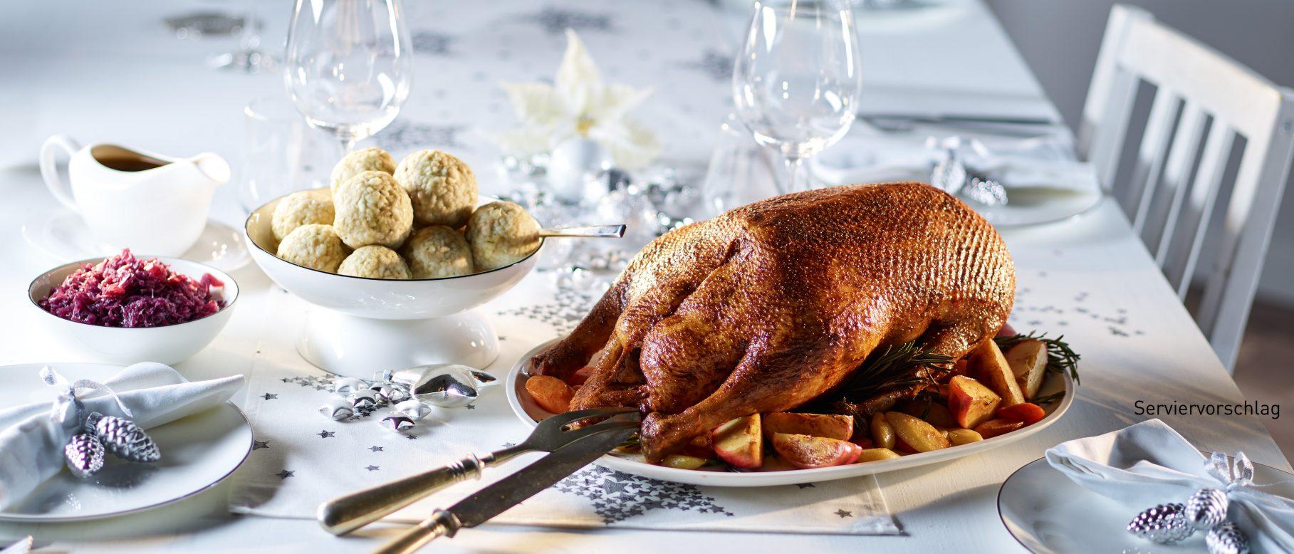 Aldi Weihnachtsessen.Gänsebraten Mit Rotkohl Semmelknödeln Und Soße